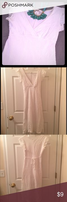 SALE! White Dress This is an adorable dress for graduation or for any spring/summer day! It has a V neckline, tie in the back, and a very slight high-low hemline (see pictures). The dress has a lining and the outer layer is textured almost like seersucker. Gently worn condition. Size medium in juniors. Please ask if you have questions. Papaya Dresses