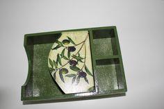 Porta Guardanapo em MDF com divisória para açucar e adoçante, parte externa em decoupage e interna pintada
