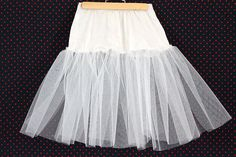 How to Make a Crinoline for a Poodle Skirt Making your own crinoline is easy—the materials are inexpensive and readily available at any fabric store. Since very little (if any) is meant to show, you don't have to be an expert seamstress either. Poodle Skirt Pattern, 1950s Poodle Skirt, Poodle Skirt Costume, Poodle Skirt Outfit, Girls Poodle Skirt, Poddle Skirt, Sock Hop Outfits, Clothing Patterns, Dress Patterns