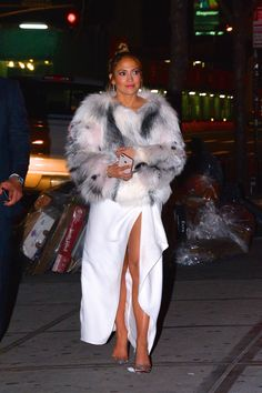 Jennifer Lopez stepped out in 10 truly flawless winter outfits over the course of, like, five days. Lo's most fashionable week of all time. Jennifer Lopez Outfits, Jennifer Lopez Dress, J Lo Fashion, Womens Fashion, Fashion Guide, Fur Fashion, Celebrity Outfits, Celebrity Style, Toronto Film Festival