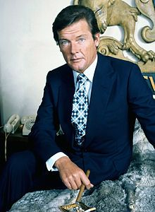 Roger Moore - Wikipedia