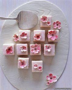 dolcetti con glassa a fiori