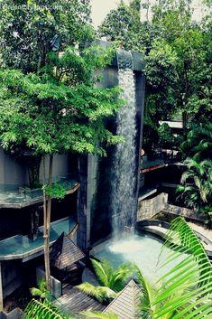 Waterfall at Siloso Beach Resort, Sentosa Island, Singapore | Green City Trips http://greencitytrips.com/destination/singapore/  Singapore Beaches  Adgang til vores blog finder meget mere information   https://storelatina.com/singapore/travelling  #tourism #placestoknow #Singapūras #Singapur