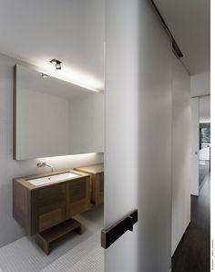 esa puerta pondría yo al baño de no ser por las tristes bajadas...