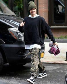 Cargo Pants Outfit Men, Vans Outfit Men, Camouflage Cargo Pants, Men's Pants, Men Street Look, Street Wear, Men Street Styles, Justin Bieber Outfits, Ropa Hip Hop