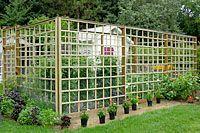 Garden fence ideas and design