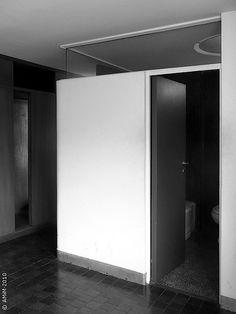 100420-62bn LA PLATA - Casa Curuchet (arq. Le Corbusier) - baño