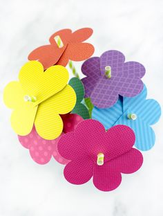 Learn how to make fun paper heart flowers for Valentine's Day or Mother's Day. It's the perfect craft for kids of all ages! Diy And Crafts Sewing, Diy Crafts, Paper Flowers For Kids, Flowers For Valentines Day, Apartment Decoration, Paper Hearts, Mothers Day Crafts, Valentine Crafts, Art Plastique