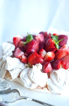Meringue Pavlova _ Oh my word! My mother gave me this recipe and who knows why she kept it from me this long. It's quick to prepare and super easy (of course!!). Best of all the meringue comes out crunchy on the outside and nice and chewy and light on the inside.