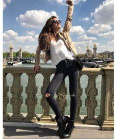 Izabel Goulart in Paris on April, 2017 Izabel Goulart, Outfits Otoño, Paris Outfits, Fashion Outfits, Fashion Clothes, Spring Fashion 2017, Autumn Fashion, Milan Fashion Weeks, London Fashion