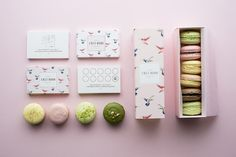 CHEZ DODO art direction & graphic design for an artisan macaron manufacture. / quick and colorful bird is the symbol of the brand. The birds appear on the silk screened canvas bags as well. / The logotype 'CD' symbolizes the shape of the macaron. Macaroon Packaging, Cute Packaging, Brand Packaging, Packaging Design, Packaging Boxes, Corporate Identity Design, Brand Identity Design, Graphic Design Branding, Visual Identity