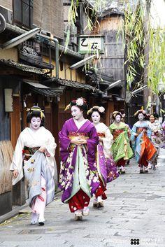 maikohan (19) by Sanada Kyoto Flickr - Geiko and Maiko in Kyoto, Japan