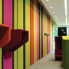 What would your perfect wall be like? cuddly and sound-insulating? a surface you can pin photos to? available in striking colours and easy to install? environmentally friendly? … Now you can have all these things at once! The BuzziSkin has everything it takes to make any interior sexy, at home or at work. It is available on handy, self-adhesive rolls 98 cm long. The dream of any discerning wall!