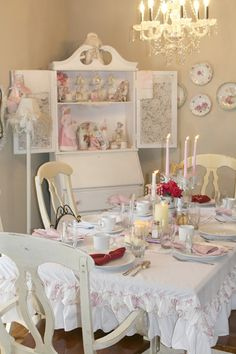 For the love of Romantic living. A love affair of Shabby Chic trash to treasure projects. I adore old chippy, crusty vintage furniture Shabby Vintage, Vintage Pink, Shabby Chic Style, Shabby Chic Decor, Shabby Chic Furniture, Vintage Furniture, Pastel Pallete, Katie Homes, Romantic Table