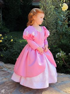 Pink Ariel Dinner Dress - toddler/child sized My 3 year (and 11 months) old niece is now at the age where she is being introduced to the various Disney Princesses. Toddler Ariel Costume, Ariel Dress Costume, Ariel Pink Dress, Ariel Costumes, Princess Costumes, Pocahontas Costume, Halloween Costumes, Turtle Costumes, Jasmine Costume