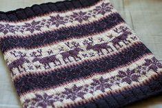 Free Ravelry Pattern: Classic Colorwork Cowl pattern by Julie Zaichuk-Ryan
