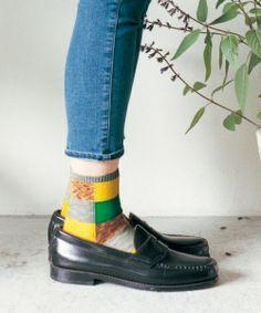 Mocasines y calcetines locos.