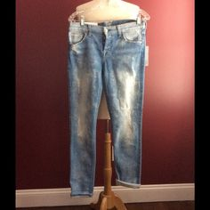 7 for all man kind josefina skinny boyfriend SZ 26 Brand new with tags. MSRP $225.00  - Runs large. Skinny boyfriend jean fits roomy in the hip and thigh and tapers through the leg. Rolled cuff accents the ankle-skimming length. Light Sky is a bright, light blue wash with heavy sanding and a bleach-brushed finish.  Button-fly closure.  Measurements: Outseam: 38 in Inseam: 29 in Front Rise: 9 in Back Rise: 13 in Leg Opening: 11 in Convertible Inseam: 27 in Product measurements were taken…