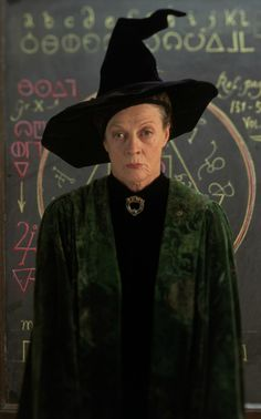 "Maggie Smith says of her character Professor McGonagall: ""I suppose I'm the one who keeps them in order. I care very much about them, obviously, but I'm really fairly fierce. Saga Harry Potter, Harry Potter Diy, Harry Potter Movies, Harry Potter World, Daniel Radcliffe, Emma Watson, Fantastic Beasts Book, Oliver Wood, Neville Longbottom"