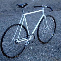 #bike #bikes #biking #cycling #cycles #vintage #bikedandy #style #run #riding #rider #tweed #run #tweedrun #fixedgears #fixedgear #spotted #streetstyle #bicycles #urban #singlespeed #fixiegirl #fixiegirls #fixie #fixielife #onegear #cyclechic #bikeporn #Regrann by fixedsevilla