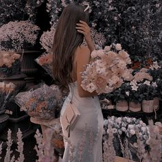 Princess Aesthetic, Couple Aesthetic, Flower Aesthetic, Aesthetic Hair, Aesthetic Vintage, Aesthetic Photo, Cute Profile Pictures, Pretty Pictures, Brunette Girl