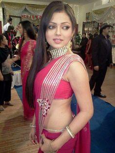 #Drashti #Dhami known as #Madhubala wears a pink colour #saree #sari with #silver lining border.