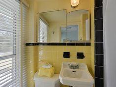 Beached Houseboat in The Florida Keys: Bathroom