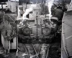 Esta era la playa de locomotoras, habitualmente había tres. Se encontraba dicha playa entre las calles Brandsen y Suárez.  Eran las máquinas que servían en Casa Amarilla Old Trains, Military Vehicles, Retro, Yellow Houses, The Neighborhood, Mouths, Bridges, Antique Photos, Countries