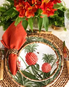 Ideas wedding table design napkins for 2019 Interior Tropical, Tropical Home Decor, Tropical Houses, Tropical Furniture, Tropical Colors, Red Table Settings, Beautiful Table Settings, Place Settings, Summer Wedding Colors