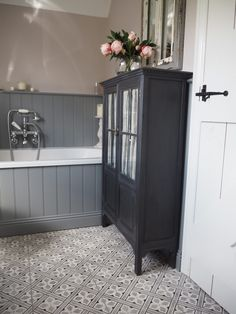 48 Creative Cottage Bathroom Design Ideas - The bathroom has come along way in the past one hundred years. Once just a basic tub set in front of the living room fire and filled with buckets of w. Bathroom Wall, Bathroom Interior, Bathroom Storage, Small Bathroom, Master Bathroom, Family Bathroom, Bathroom Organization, Grey Bathroom Furniture, Diy Furniture