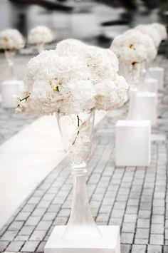 Σικ κλασικός γάμος by Elite Events Athens | ΒΑΝΑ & ΣΤΕΛΙΟΣ | The Wedding Tales Blog