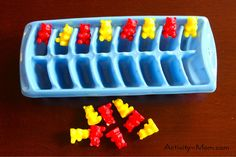 The Activity Mom: Patterns  Great explanation on how to model patterning for young tots.