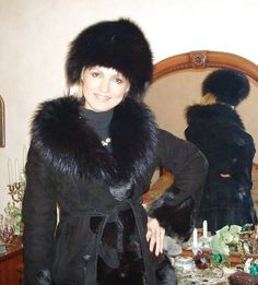 Sheepskin Coat, Furs, Pose, Coats, Sexy, Jackets, Fur, Down Jackets, Wraps