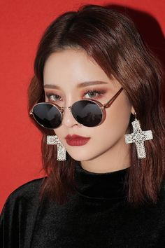 vintage round sun glasses 2017 New silver gold metal mirror small round sunglasses women cheap high quality Korean Makeup Look, Asian Makeup, Korean Beauty, Asian Beauty, Small Round Sunglasses, Cute Sunglasses, Sunglasses Women, Sunnies, Byun Jungha