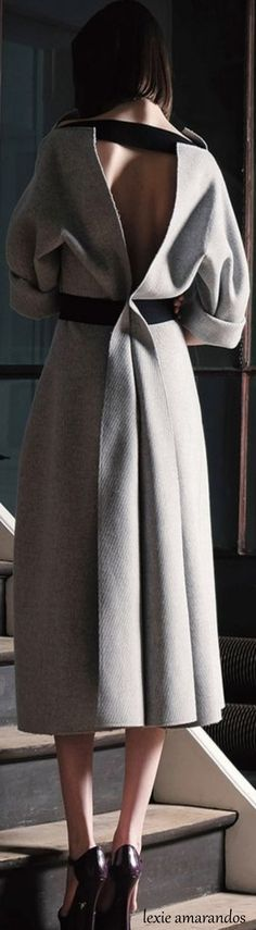 Maison Rabih Kayrouz Wool Open Back Midi Dress Top Fashion, Fashion Details, High Fashion, Winter Fashion, Fashion Show, Womens Fashion, Fashion Trends, Vetements Clothing, Mode Style