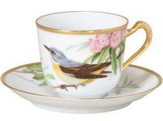 Šálek na čaj * bílý porcelán zdobený zlatem a malovaným ptáčkem.