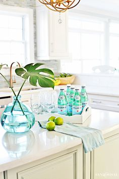 These coastal kitchen decorating ideas for spring will help you discover simple ways to create a fresh, clean and inviting feel to your kitchen.