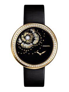 La montre Mademoiselle Privé camélia brodé de Chanel Horlogerie