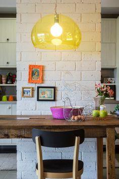 Toques de cor no apartamento com projeto de Carol Lovisaro. Foto: Zeca Wittner/Estadão