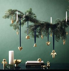 Christmas Decorating Trends 2019 / 2020 – Colors, Designs and Ideas Weihnachtstrends - Far Modern Christmas Decor, Christmas Greenery, Decoration Christmas, Christmas Interiors, Christmas Trends, Christmas Design, Christmas Colors, Christmas Inspiration, Christmas Time