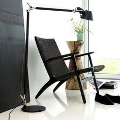 CH25 loungestol, Design Hans J. Wegner, lænestol i sort lak