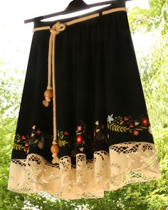 Lovely traditional motiv with lace added to bottom part Folk Clothing, Folk Fashion, Pakistani Dresses, Skirt Fashion, Street Style, Traditional, Embroidery, Costume, Sewing