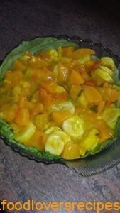 Perske piccalilli slaai met piesang