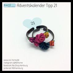 #Adventskalender #Tipp 21 - Lederarmband mit Blüten in verschiedenen Farben. Passende Ringe haben wir natürlich auch. So wird daraus im Adventskalender nach und nach ein Set - tolle Idee, oder? Bei #NOI in der #Schanzenstraße 81 #Hamburg #Advent #Geschenk #Schmuck #Armreif