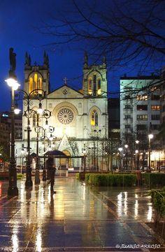Iglesia de San Lorenzo - Gijón. Great Places, Places Ive Been, Beautiful Places, Places To Visit, Aragon, Places Around The World, Around The Worlds, Asturias Spain, Paraiso Natural