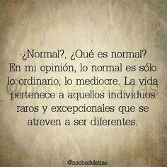 La vida pertenece a aquellos individuos raros y excepcionales que se atreven a ser diferentes. frases <3 una de mis frases favoritas