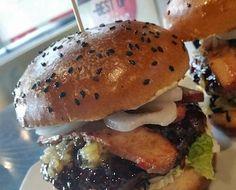 Grind Modern Burger Burger Dogs, Burgers, Sandwiches, Beef Wellington Recipe, Burger Places, Burger Recipes, Hamburger, Wraps, Dining
