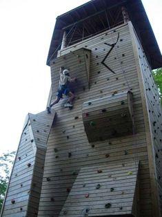 Indoor Climbing, Climbing Wall, Rock Climbing, Casas Country, Wooden Climbing Frame, Ninja Warrior Course, Cool Playgrounds, Workout Stations, Escalade