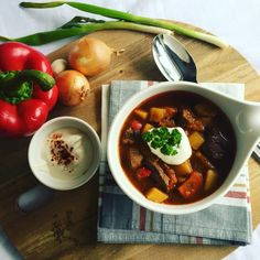 From the Slowcooker: goulash soup hungarian Crockpot, Crock Pot Slow Cooker, Slow Cooker Recipes, Beste Bolognese, Goulash Soup, Carrots And Potatoes, Chana Masala, Cooking Time, Meal Prep