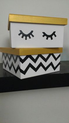 Caixinhas DIY: mdf, fita isolante e tintas a base de acetato. Artesanato e muito amor @irispina: Art Decor, Decoration, Diy Tumblr, Make Up Storage, Tape Art, Girl Bedroom Designs, Party In A Box, Diy Box, Home Office Decor